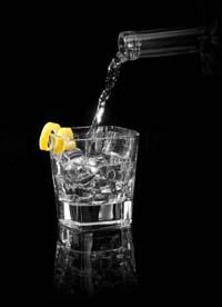 Wodka gehört zu den Gewinnern im Getränkemarkt, ebenso Energy Drinks und Biermixgetränke. Dagegen sind Altbier, Südweine und halbtrockene Weißweine out.