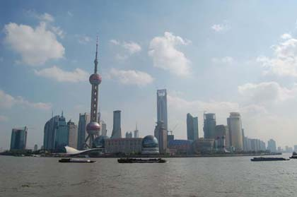 Skyline von Shanghai- Pudong: 20 neue Tophotels werden zur Weltausstellung Expo 2010 eröffnet (Foto: Bundeswirtschaftsministerium/Deutscher Pavillon Expo 2010 Shanghai)